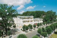 Nur zweihundert Meter von der berühmten Seebrücke liegt der Dorint Hotel-Park Ambiance im Herzen des Seebades Sellin