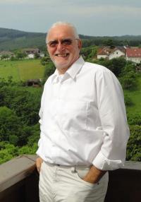 Dr. Hackstein