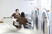 Die Geräte der neuen Baureihe 5000 bieten maßgeschneiderte Lösungen für Wäschereien im Gastgewerbe und sparen Zeit und Geld....Bildquellen media consulta International Holding AG