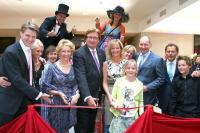 Fotocredit: Max Maxen  - Bild: Offizielle Eröffnung mit Oberbürgermeister der  Landeshauptstadt Düsseldorf Dirk Elbers und  Familienmitglieder der Van der Valk Hoteldynastie