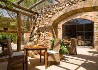 Nicht nur die vielen Stammgäste schätzen die rustikale Gemütlichkeit und die familiäre Atmosphäre von Erik Eckfelders Restaurant