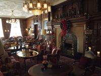 Barock und urgemütlich: Kaminzimmer im Fairmont Hotel Vier Jahreszeiten; Bildquellen Sascha Brenning Hotelier.de