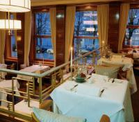 """Der """"Jahreszeiten-Grill"""" mit seinem original historischen Ambiente im Art-déco-Stil der zwanziger Jahre zählt zu einem der schönsten Restaurants der Republik."""