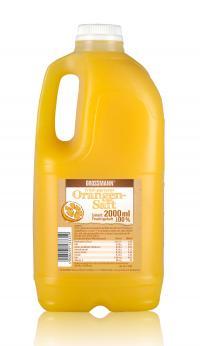 Orangensaft - die neuen naturbelassenen frischen Säfte von Grossmann Feinkost in der 2 Liter Gastronomie Abfüllung. Copyright Grossmann Feinkost