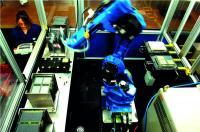 Mittels automatisierten Fertigungstechniken werden die Brennstoffzellenstapel hergestellt. Dies gewährleistet qualitativ hochwertige Produkte. Bild: Ceramic Fuel Cells