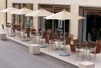 GO IN Sonnenschirme vorm Bubbles Café / Bildquelle: GO IN GmbH