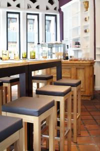 """Einrichtung im Restaurant """"Slowman"""", siehe dazu auch den Bericht unten in verbindende News: GO IN GmbH richtet Restaurant """"Slowman"""" für Christian Rachs neue Life-Doku ein"""