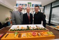 v.l.n.r.: Bernd Aufderheide, Vorsitzender der Geschäftsführung Hamburg Messe, Prof. Dr. Wolfgang Irrgang, Hochschule für angewandte Wissenschaften München sowie der Sandwich-Künstler Mark Northeast, der ein INTERNORGA-Sandwich gestaltet hat*