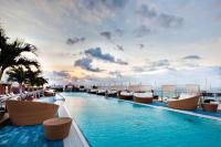 Schwimmen in luftiger Höhe - der Dachterrassenpool / Bildquelle: Alle The Perry South Beach