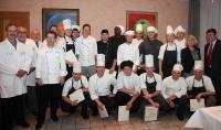 Teilnehmer des Küchenmeisterlehrgangs 2013 mit ihren Ausbildern und Prüfern sowie Dirk Melsheim (Dehoga) und Dr. Sabine Dyas (GBZ) / Foto: Jurascheck (GBZ)