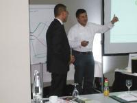Geschäftsführer Robert Tom Coester mit Referent Pierre Nierhaus / Bildquelle: GeMax - Coester & Schmidt GmbH