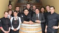 Das neue Team von Geisels Werneckhof um Küchenchef Tohru Nakamura und Restaurantleiter Ireneo Tucci / Bildquelle: Wilde & Partner