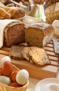 """Viele Produkte wie die """"bunten Frühstückseier"""" oder köstliches Kürbiskernbrot kommen aus kleinen Privathaushalten der näheren Umgebung"""