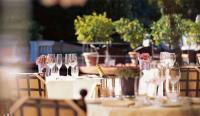 """Die stimmungsvolle Atmosphäre auf der romantischen Terrasse des Gourmetrestaurants """"Aphrodite"""" unterstreicht die hohe Kunst der Küche"""