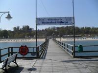 Blick von der Seebrücke Göhrens auf Strand und Kurhaus / Bildquelle: Alle Sascha Brenning - Hotelier.de