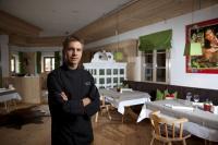 HEIMATLIEBE wird bei Andreas Senn nicht nur im Herzen getragen, sondern im Grand SPA Resort A-ROSA Kitzbühel auch auf die Teller der Gäste gebracht / Foto: Grand SPA Resort A-ROSA Kitzbühel