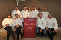 Alle zehn 3-Sterne-Köche Deutschlands, in der Mitte Neuling Kevin Fehling / Bildquelle: Michelin Reifenwerke AG & Co. KGaA