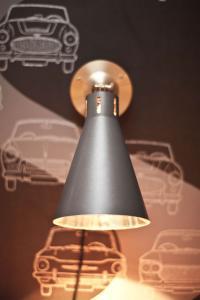 Eine Lampe im 'HENRI-Design'