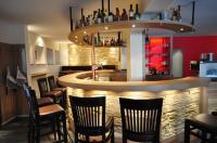 Die Bar mit natürlichen Steinen, als feste Zentrale der Kate,  lädt uns zu einer wohlverdienten Alltagspause ein / Bildquelle: Alle HOREGA Gastrosysteme GmbH