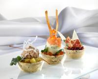 Minisnack mit Olive Rosmarin, Zitronengras und Kartoffeltörtchen