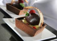 HUG-Dessert Carré Choco Portweincanache / Bildquelle: HUG AG