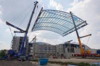 Spektakulärer Dachhub für das neue Hotel Victory und das Wellenparadies an der Therme Erding am 24.4.2014