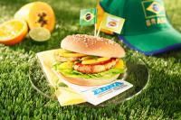 Das leckerer Hamburger Brötchen Sesam mit Schweinerückensteak, Bohnencreme und Papaya