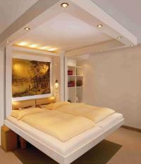 Der gleiche Raum: Nachts komfortables Schlafzimmer... / Bildquelle: Alle Hantermann Süd