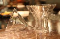 """Zwei Gläser, die - ineinandergestellt und eines davon doppelwandig - den so genannten """"Cocktail Chiller"""" ergeben"""