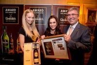 Barchef Andrès Amador nimmt die Auszeichnung entgegen / Bildquelle: