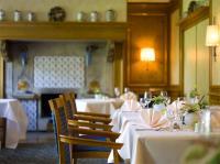 Im Kaminzimmer des Parkrestaurants erlebt man die Kulinarik des Hauses in stilvoller Umgebung