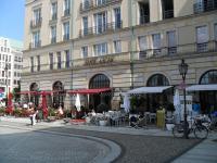 Der Outdoor-Bereich vom Restaurant Quarré im Hotel Adlon Kempinski  / Bildquelle: Sascha Brenning - Hotelier.de