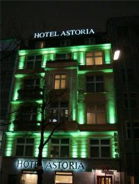 Mit der beleuchteten Fassade gewann das Astoria vor einigen Jahren das 'Festival of Lights' / Bildquelle: Hotel Astoria Berlin