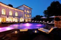 Hotel Gut Ising Spa & Wellness; Außenpool mit Lichtspielen, Bildquelle wilde.de
