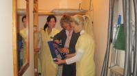 Housekeeping Schulung mit Zimmermädchen und Hausdame im Hotel Oberwirt, Bildquelle Trabeco