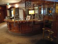 Der Eingang zum Gourmetrestaurant 'first floor' von Sternekoch Matthias Diether im Hotel Palace