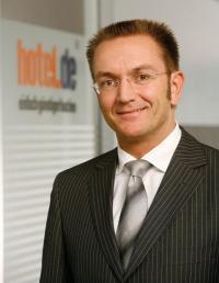 Dr. Heinz Raufer, Vorstandsvorsitzender bei der hotel.de AG, an den Ralf Ahamer ab sofort berichtet / Bildquelle: hotel.de AG