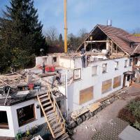 Der Fertighaus-Spezialist WeberHaus arbeitet zeitgleich mit zwei Teams am Umbau