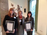 IFH®-Diplom mit Auszeichnung: v.l. Michaela Popp (Assistant Sales Manager im Ramada Plaza Basel), Susanne Hazenberg (Geschäftsführerin IFH) und Wiebke Losekamp (stellv. Reservierungsleiterin HMG Verkaufs & Reservierungsbüro Frankfurt), Bild maxpr