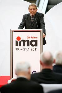VDAI Vorsitzender Paul Gauselmann zieht Bilianz und gibt einen Ausblick zur aktuellen Situation der deutschen Automatenwirtschaft / Copyright: IMA / Christopher Rausch