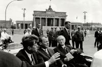 John F. Kennedy in Berlin  Copyright: Will McBride, Kennedy, Brandt und Adenauer am Brandrger Tor, Berlin, 26.06.1963 / Courtesy of Museum THE KENNEDYS