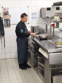 ... in seiner Küche als Sternekoch Ulrich Heimann im InterContinental Berchtesgaden / Foto © Sascha Brenning - Hotelier.de