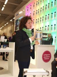 Baristameisterin Nana Holthaus-Vehse entführte am Stand von BWT water + more in die Welt der Sensorik und lüftet das Geheimnis um den besten Geschmack im Zusammenspiel von Bohne, Wasser und Maschine