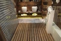 Holz ist wieder in, so auch bei diesem nicht serienreifen Entwurf eines Badezimmers von Voglauer hotel concept