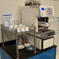 Kaffeevollautomat von FAEMA - die tägliche Reinigung ist gut für Mensch und Maschine; Foto © Sascha Brenning - Hotelier.de