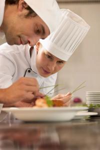 Immer mehr Unternehmen mieten die Berufskleidung ihrer Mitarbeiter / Bildquelle: Josef Urzinger GmbH