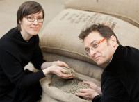 Die Genussexperten: KAHLA-Designerin Barbara Schmidt mit Kaffee-Sommelier Michael Gliss / Bildquelle: KAHLA/Thüringen Porzellan GmbH