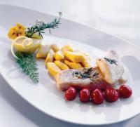 Zanderfilet mit rosmarin und Kirschtomaten, dazu Kürbisgnocchi