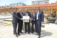 Peter Mettler (Mettler2Invest AG), Martin Kull (HRS Real Estate AG), Paul Remund (Stadtpräsident Opfikon), Dr. Daniel Brüllmann (UBS Fund Management AG), Carsten K. Rath (CEO LH&E Management AG) / Bildquelle: Primus Communications GmbH