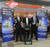 'EM dahemm' startet mit (v.l.) Dieter Kühle, Geschäftsführer Fleischwaren Schröder, Markus Broßette, Produktmanager der Karlsberg, Roman Tschunky, Verkaufsleiter Fleischwaren Schröder / Bildquelle: Karlsberg Brauerei GmbH
